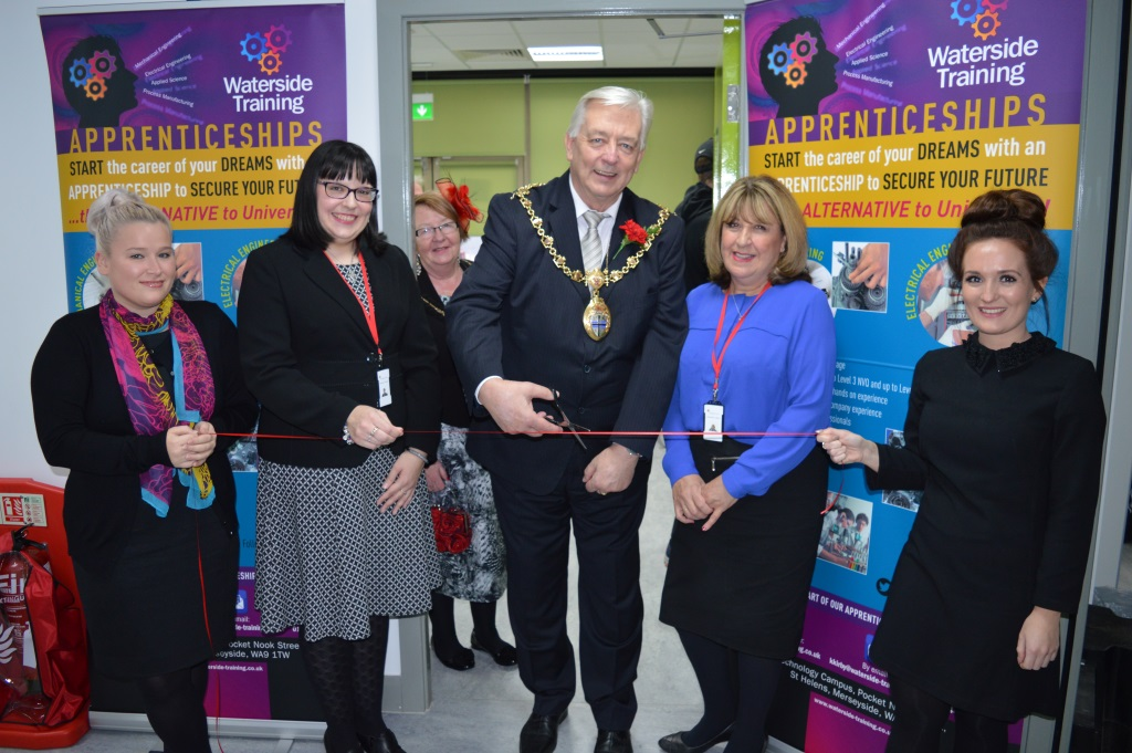 mayor opens engineering apprenticehip event